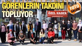 BAŞKAN YARKA TEBRİKLERİ KABUL EDİYOR