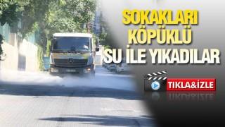 Haliliye'de sokaklar köpüklü su ile yakanıyor