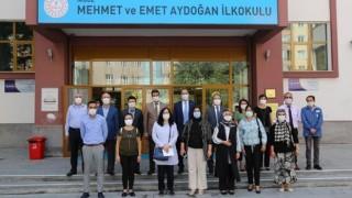 Özdemir, Öğretmenler Günü'nü Kutladı